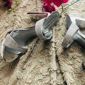 Steve Madden Women's Glassy-R Heeled Sandal, Rhine